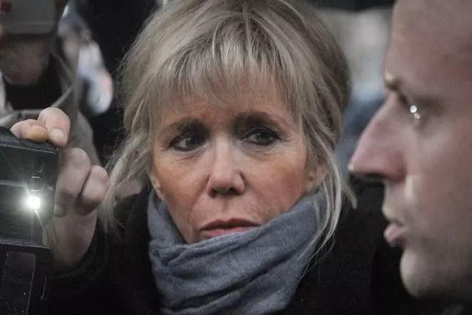 """Brigitte Trogneux: photos et révélations """"intimes"""" de la femme d'Emmanuel Macron dans Match"""