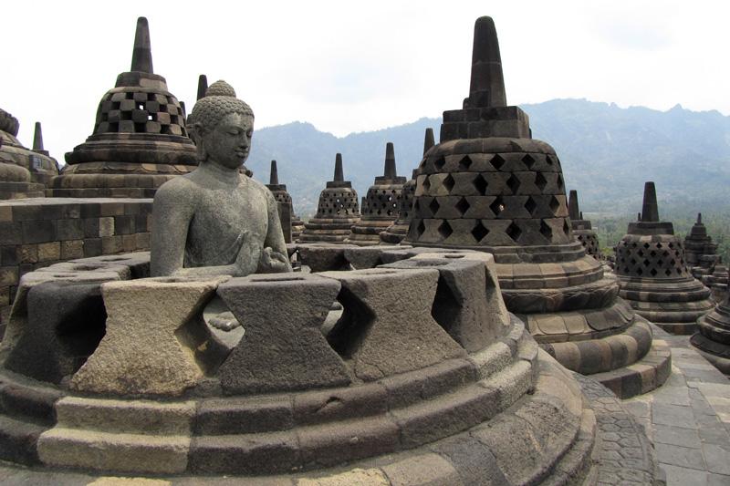 bodobudur buddha statue