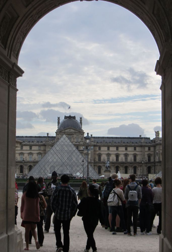 louvre for free
