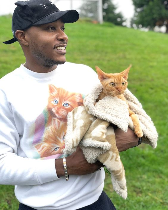 Trying to spread a few smiles, retweet this if my cat Dj Ravioli and I achieved that goal #WorldKindnessDaypic.twitter.com/Yr9bfVLZgh