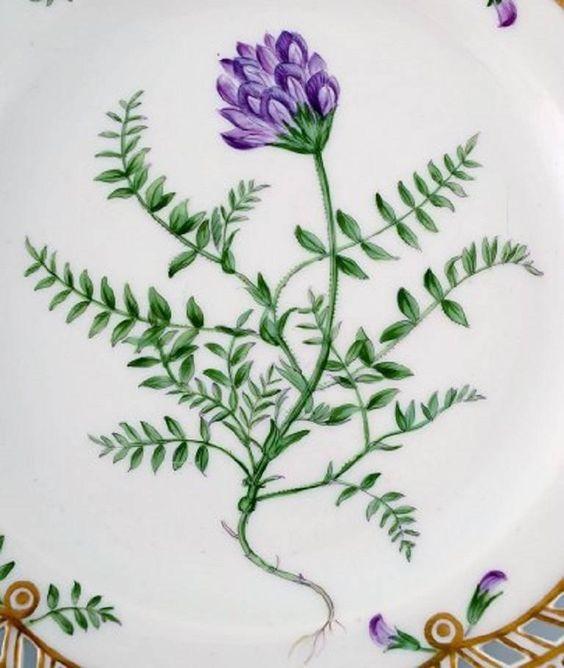 Royal Copenhagen Flora Danica openwork plate # 20/3554.  Measure: 23 cm. in diameter.  1. Quality, in perfect condition.