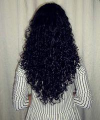 corte em v para cabelos cacheados volumosos