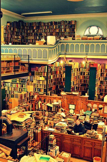 Leakey's Bookshop, Church Street, Inverness, Reino Unido. Es la librería de segunda mano más grande de Escocia y se encuentra en los últimos 20 años en la antigua iglesia gaélica (1793) |