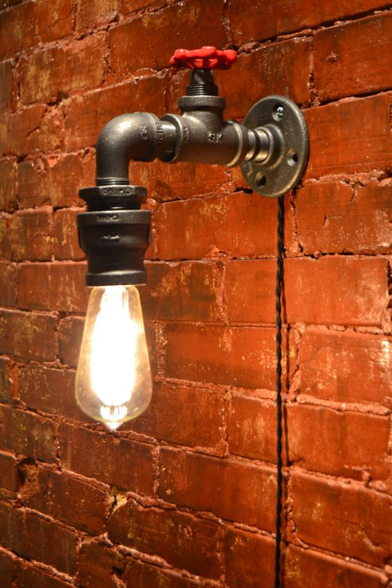 DESCRIPCIÓN: Esta luz industrial es lo suficientemente flexible como para trabajar en un hogar, espacio comercial u oficina. Está diseñado para parecerse a un grifo de agua con una gota de agua. ~ TODAS LAS LUCES PUEDEN SER MODIFICADO PARA REQUISITOS PARTICULARES. SI QUIERES ALGO PERSONALIZADO A SUS NECESIDADES, POR FAVOR HÁGANOSLO SABER Y LE COTIZAMOS. DETALLES DEL ARTÍCULO: -Dimensiones: 11 H x 8 W -Bulbos: Cualquier estilo bulbo como Edison, estándar, LEDS etc. (no candelabros) -Nominal...