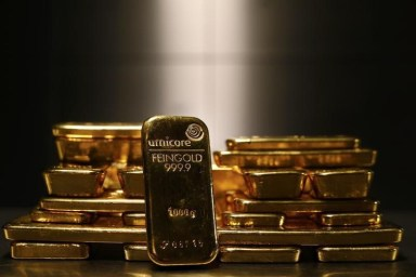 © Reuters. Gold prices climbed in Asia on Tuesday.