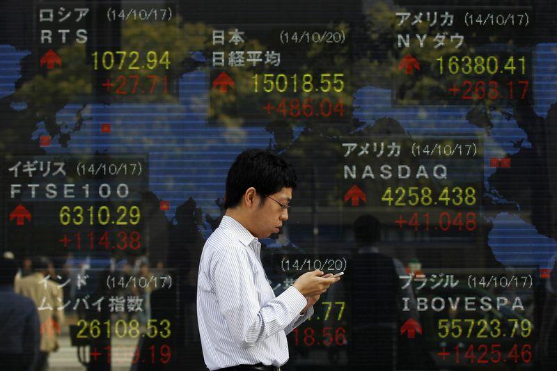 © Reuters.  Asian stocks continued their run upwards up Monday morning