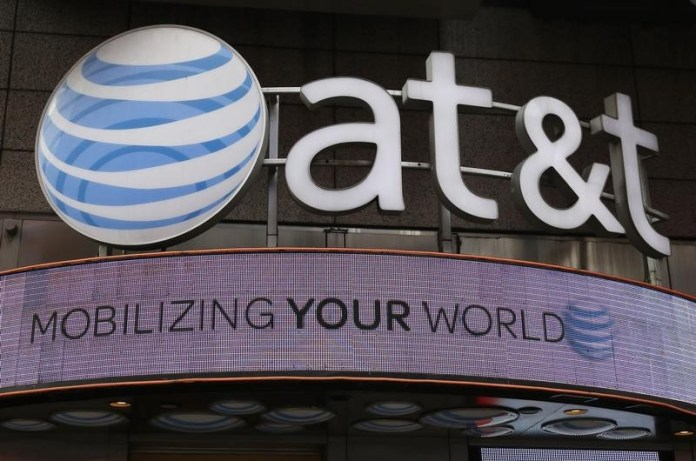 © Reuters. AT&T, H&R Block slide in pre-market, Netflix, Time Warner gain