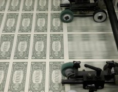 U.S. Dollar Falls as Trump Hints at Trade Delay By Investing.com