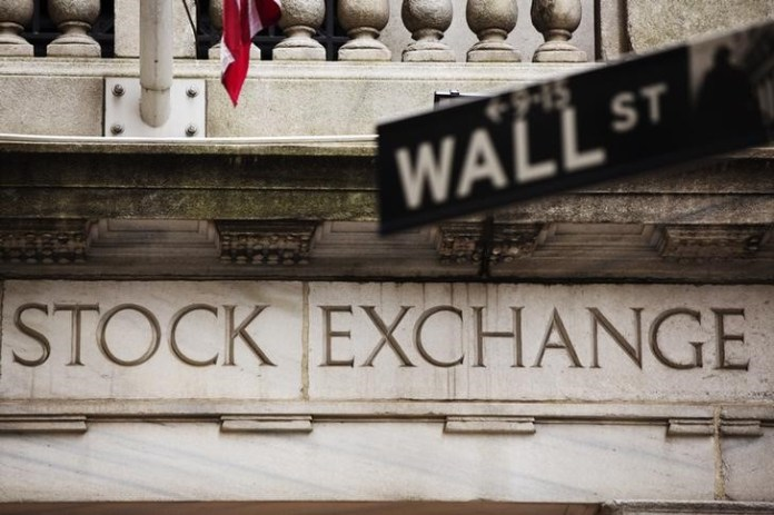 © Reuters. U.S. stocks mixed at close of trade; Dow Jones Industrial Average down 0.10%