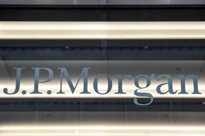 © Reuters. JPMorgan topped profit forecasts.