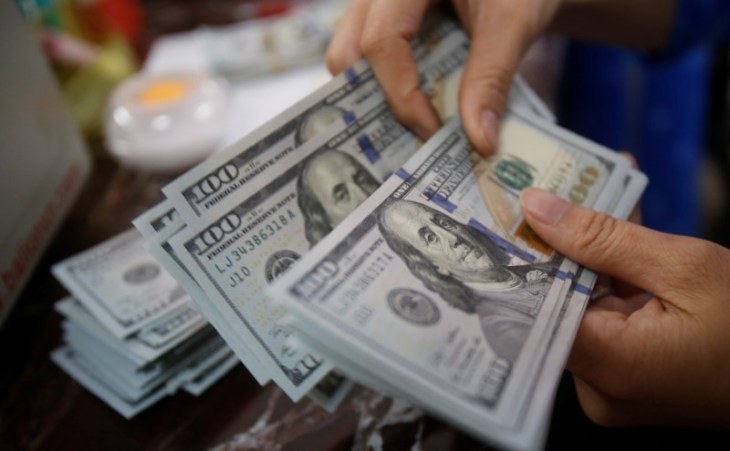 © Reuters.  Dollar steady after strong jobs data fuels rate hike bets