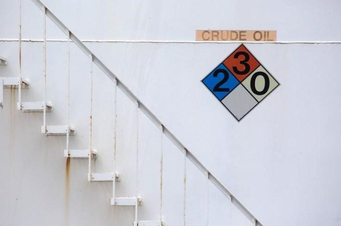 © Reuters. U.S. crude posts 6th straight weekly loss