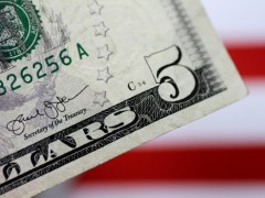 Dollar in Demand; Sterling Weighed by Downgrade By Investing.com