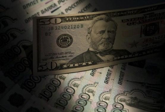 © Reuters.  Американские законодатели могут обвалить российский рубль