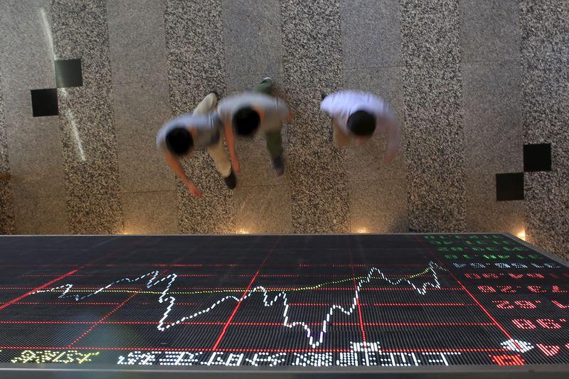 © Reuters.  China stocks mixed at close of trade; Shanghai Composite up 0.01%