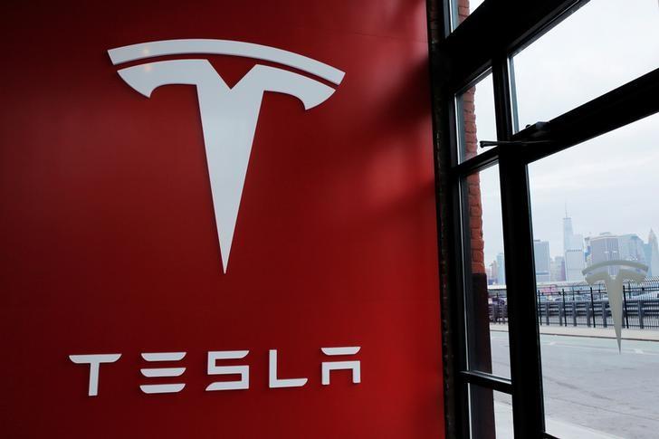 © Reuters. Tesla calls on investors to present its new model
