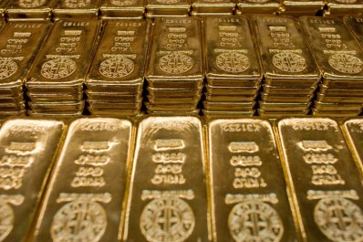 Gold holds steady after rising to 6-week highs