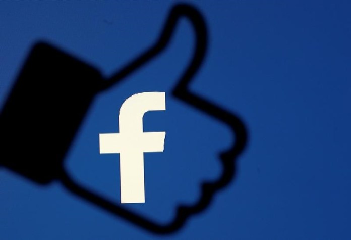 © Reuters. FILE PHOTO: A 3D-printed Facebook like button is seen in front of the Facebook logo, in this illustration