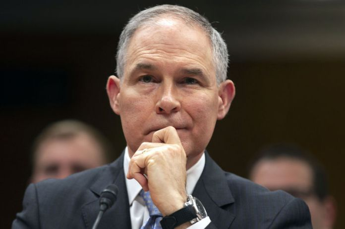 © Reuters. FILE PHOTO: EPA Administrator Pruitt testifies before a Senate Appropriations Subcommittee hearing on the proposed budget for the Environmental Protection Agency on Capitol Hill in Washington