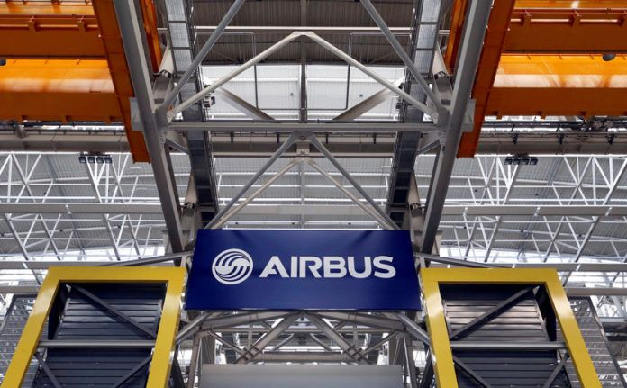 © Reuters. FILE PHOTO: Logo of Airbus is pictured at the Airbus A380 final assembly line at Airbus headquarters in Blagnac near Toulouse