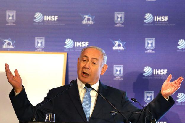 © Reuters. Israeli PM Netanyahu gestures as he speaks during the International Homeland Security Forum conference in Jerusalem