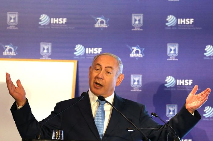 © Reuters. Israeli PM Netanyahu gestures as he speaks during the International Homeland Security Forum conference in Jerusalem