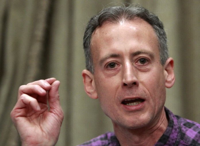 © Reuters. Tatchell attends a news conference on the eve of the gay pride parade in Moscow