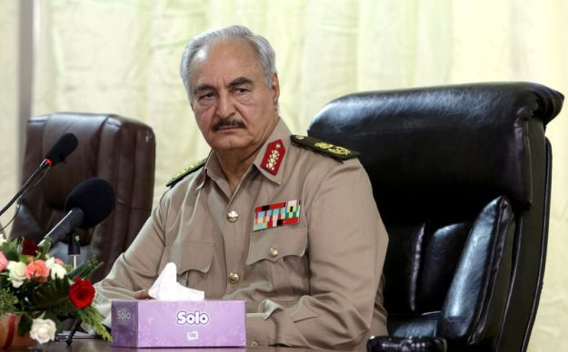 © Reuters. FILE PHOTO: Libya's eastern-based commander Khalifa Haftar attends General Security conference, in Benghazi