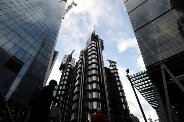 © Reuters. FILE PHOTO: The Lloyd's of London building is lit by winter sun in the City of London financial district in London