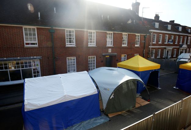 © Reuters. Police forensic tents can be seen to the rear of John Baker House, after it was confirmed that two people had been poisoned with the nerve-agent Novichok, in Amesbury