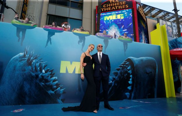 © Reuters. Cast member Statham and model Huntington-Whiteley pose at the premiere for