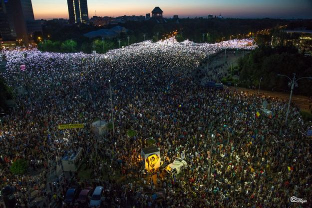 © Reuters. People attend a protest in Bucharest