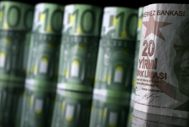 © Reuters. Turkish Lira and Euro banknotes are seen in this picture illustration