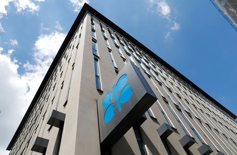 © Reuters. Two sources: OPEC has not yet accepted a definitive agreement with Iran's exemption request