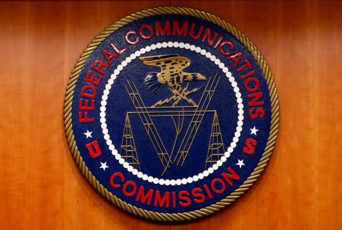© Reuters. The Federal Communications Commission (FCC) logo is seen before the FCC Net Neutrality hearing in Washington