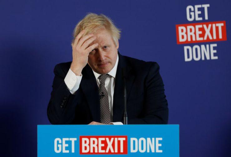 © Reuters. El primer ministro británico, Boris Johnson, y el canciller del ducado de Lancaster, Michael Gove, celebran una conferencia de prensa conjunta