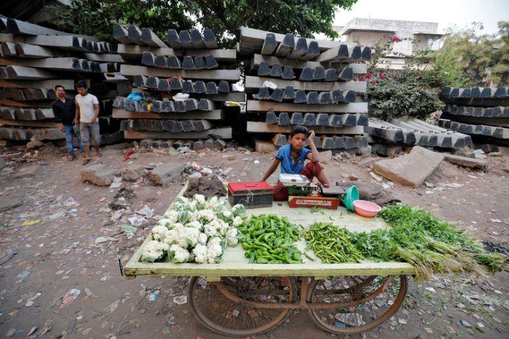 El crecimiento económico de India se desacelera, la presión sobre Modi para acelerar las reformas Por Reuters 2