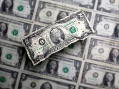 Dollar rebounds, yen drops, as traders cling to stimulus hopes By Reuters