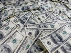 Dollar creeps higher as virus worries return By Reuters