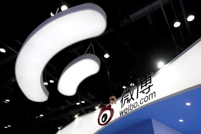 © Reuters. Sina Weibo's booth is pictured at the GMIC in Beijing