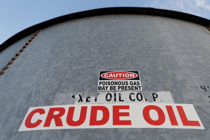 Oil rebounds on robust economic data, bargain hunting