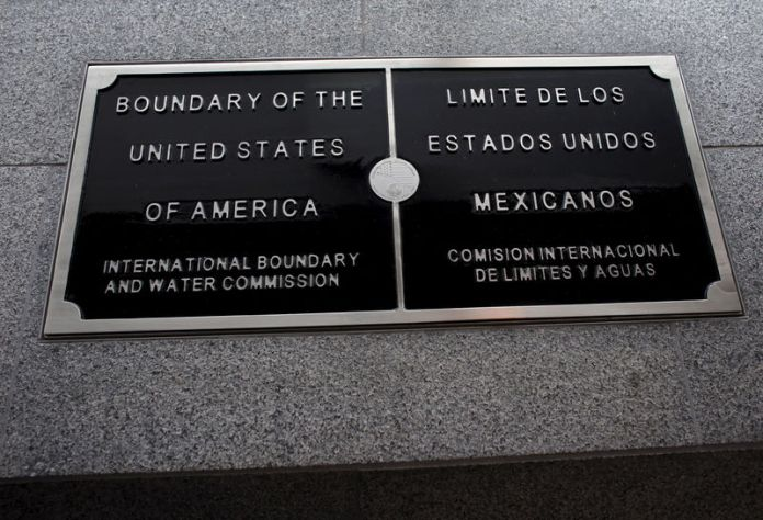 © Reuters. FILE PHOTO: A sign signifying the actual border line between the United States and Mexico is shown on the Cross Border Xpress pedestrian bridge between San Diego and the Tijuana airport