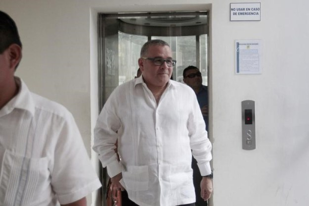 © Reuters. Former president of El Salvador, Mauricio Funes arrives at the attorney general office in San Salvador