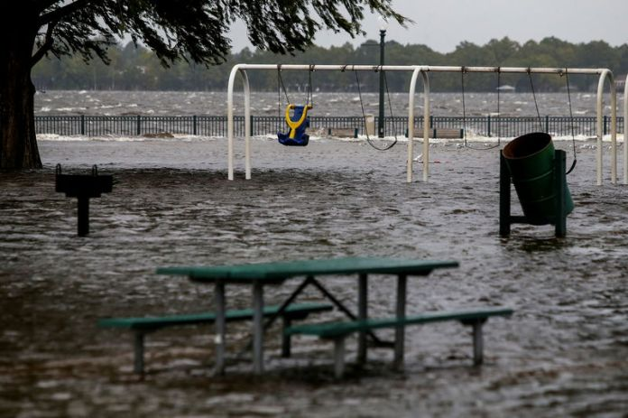 © Reuters. The Union Point Park Complex is seen flooded as the Hurricane Florence comes ashore in New Bern, North Carolina