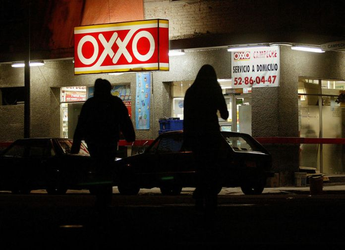 © Reuters. FILE PHOTO - AN OXXO CONVENIENCE STORE IN MEXICO.