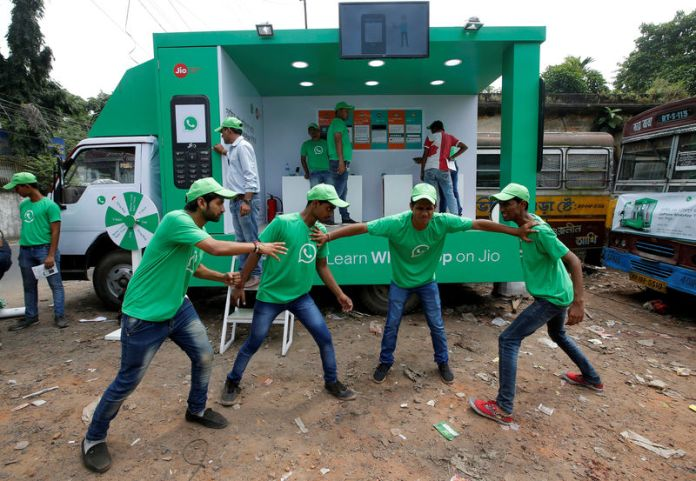 © Reuters. WhatsApp-Reliance Jio representatives perform in a street play during a drive by the two companies to educate users, on the outskirts of Kolkata