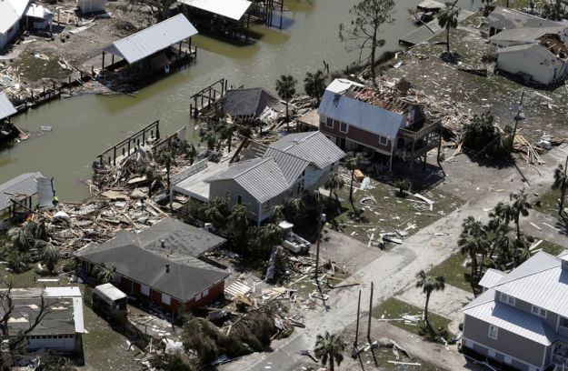 © Reuters. Aerial photo shows homes destroyed after Hurricane Michael smashed into Florida's northwest coast in Mexico Beach