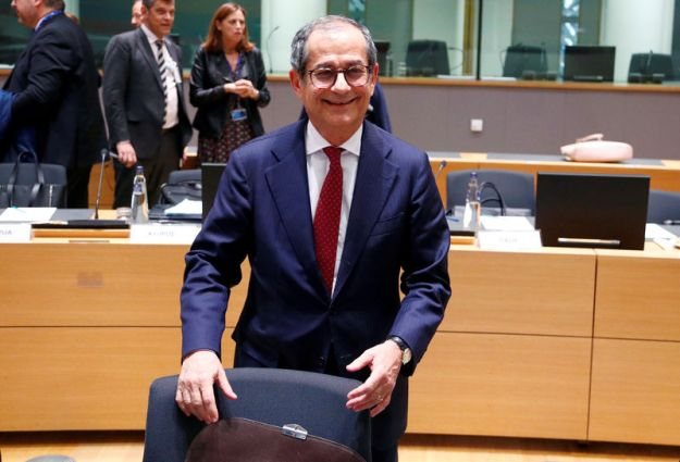 © Reuters. FILE PHOTO: Italian Finance Minister Giovanni Tria attends a euro zone finance ministers meeting in Brussels