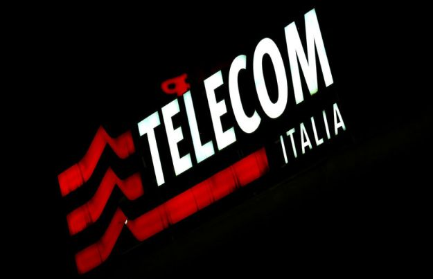 © Reuters. FILE PHOTO: The Telecom Italy logo is seen at the headquaters downtown Milan