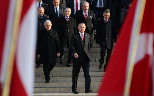 © Reuters. Turkish President Tayyip Erdogan attends a ceremony at the mausoleum of Mustafa Kemal Ataturk in Ankara